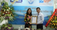 Ông Nguyễn Việt Trung nhận chứng chỉ ISO/IEC 27001:2005